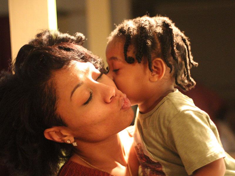 Citas de padres solteros: ¿Cómo le digo que soy madre soltera?