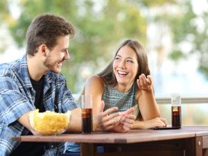 Rompiendo el hielo: Cómo hacer reír a su pareja