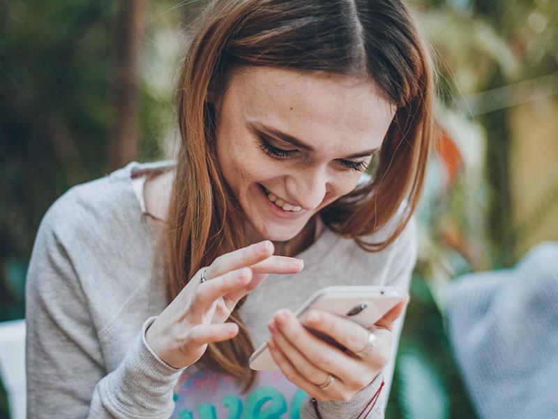Mensajes de coqueteo para enviar por texto o en línea