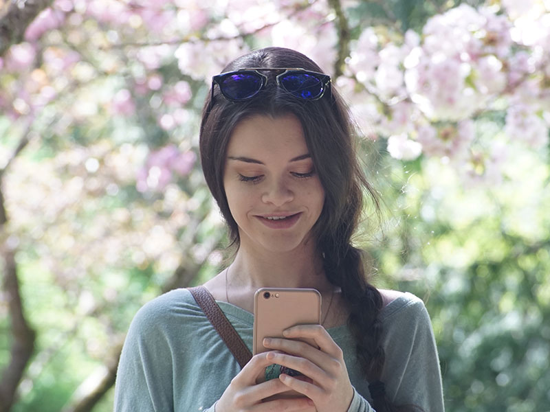 El mejor momento para enviar un mensaje a una mujer en línea