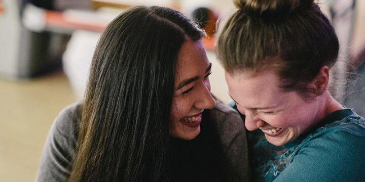 Consejos para citas con lesbianas: Cómo hacer el primer movimiento